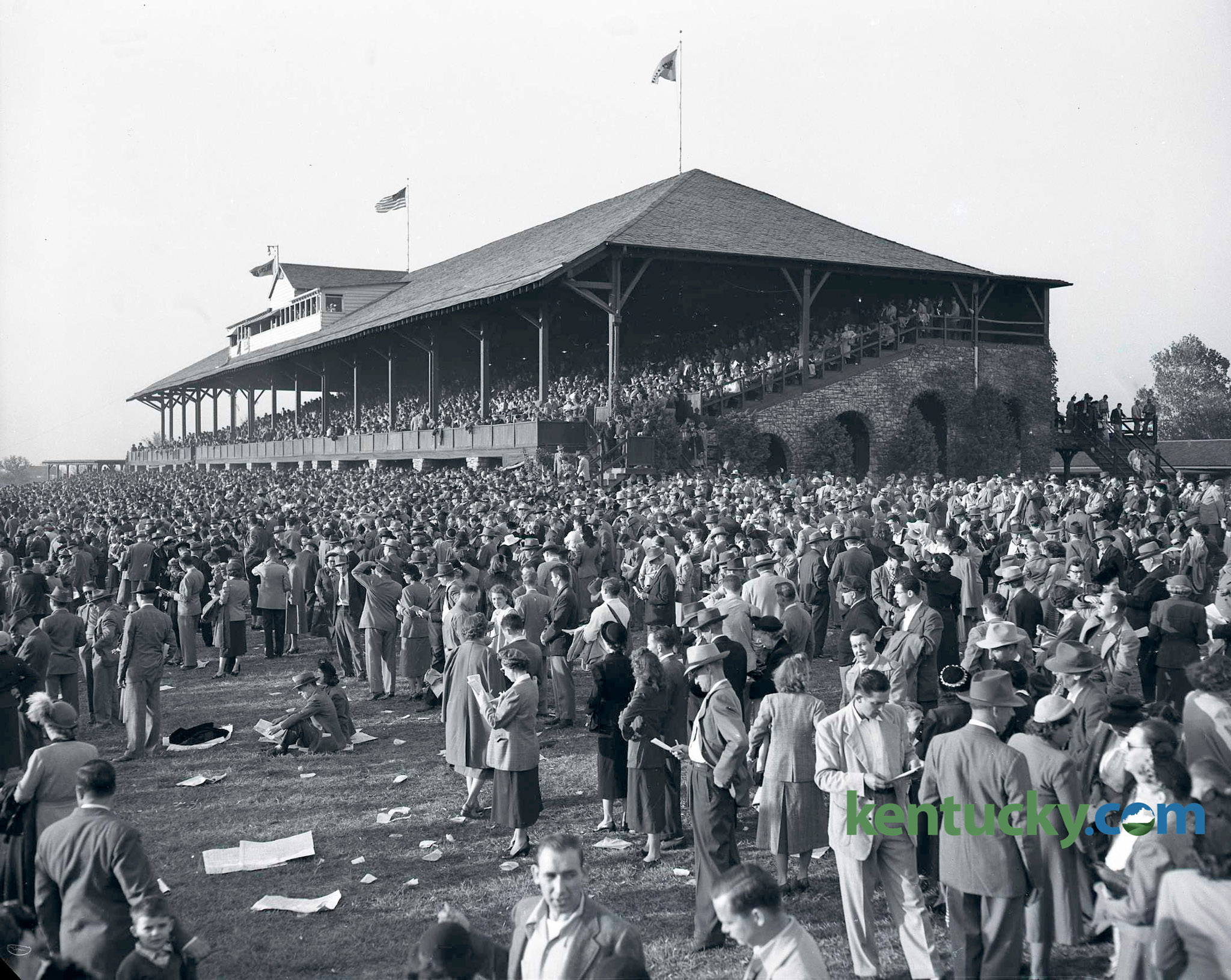 The amazing crowd at Keeneland in 1930s