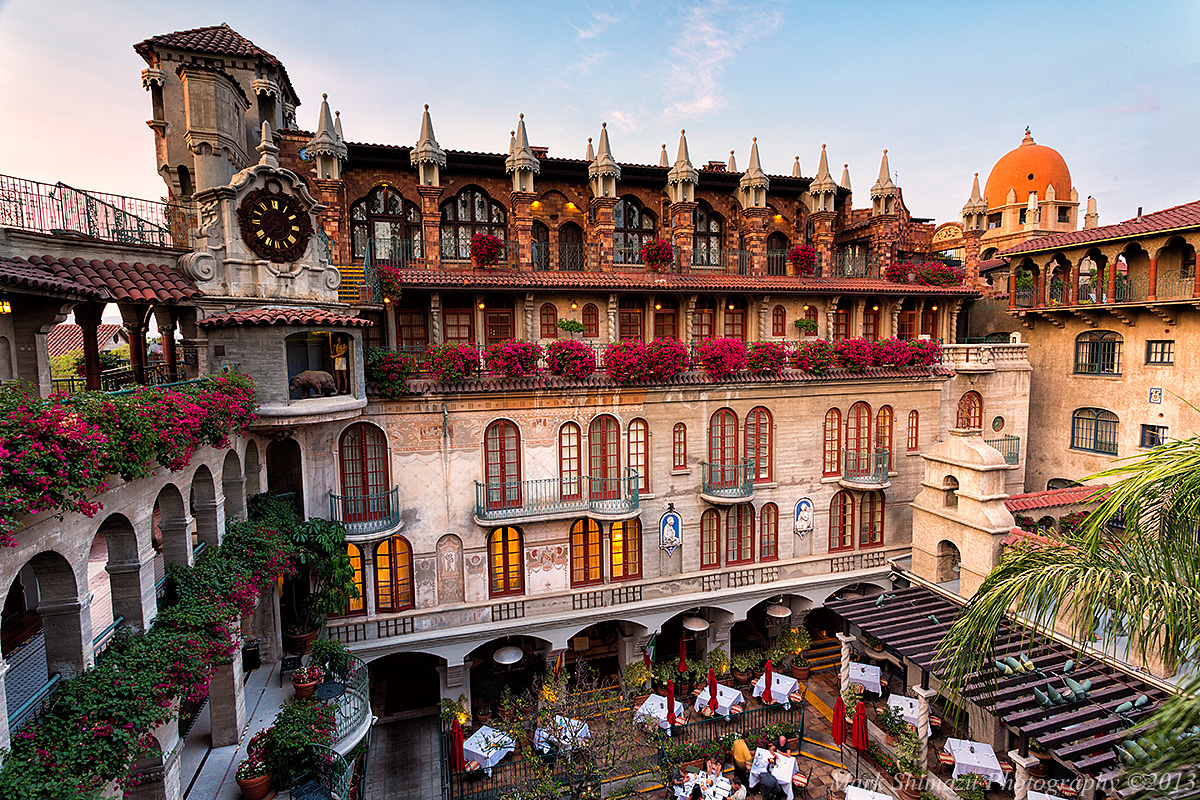 The plaza of the Mission Inn is one of the most famous hotels in the country, hosting numerous presidents and celebrities of the years.
