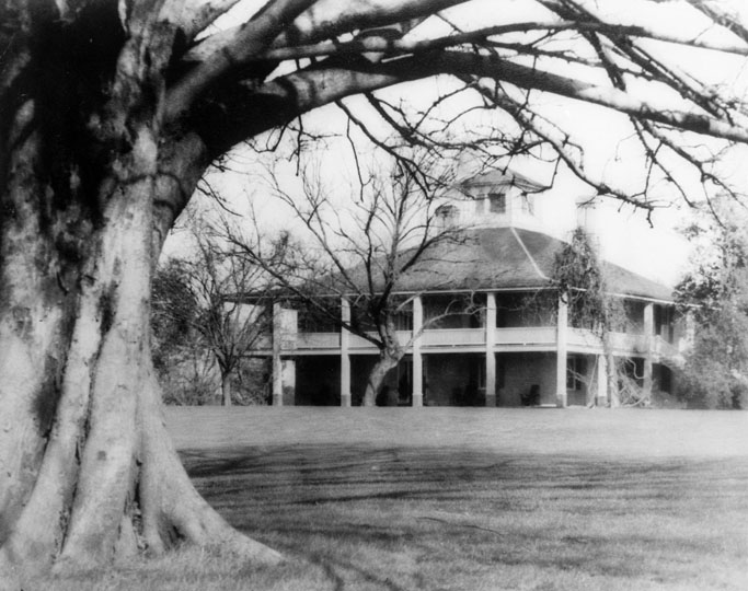"""The earliest photograph of the Clubhouse. Built in 1854 as the home of Dennis Redmond, it is believed to be the first concrete house built in the South."" Photo courtesy of  http://www.masters.com/en_US/discover/timeline.html."