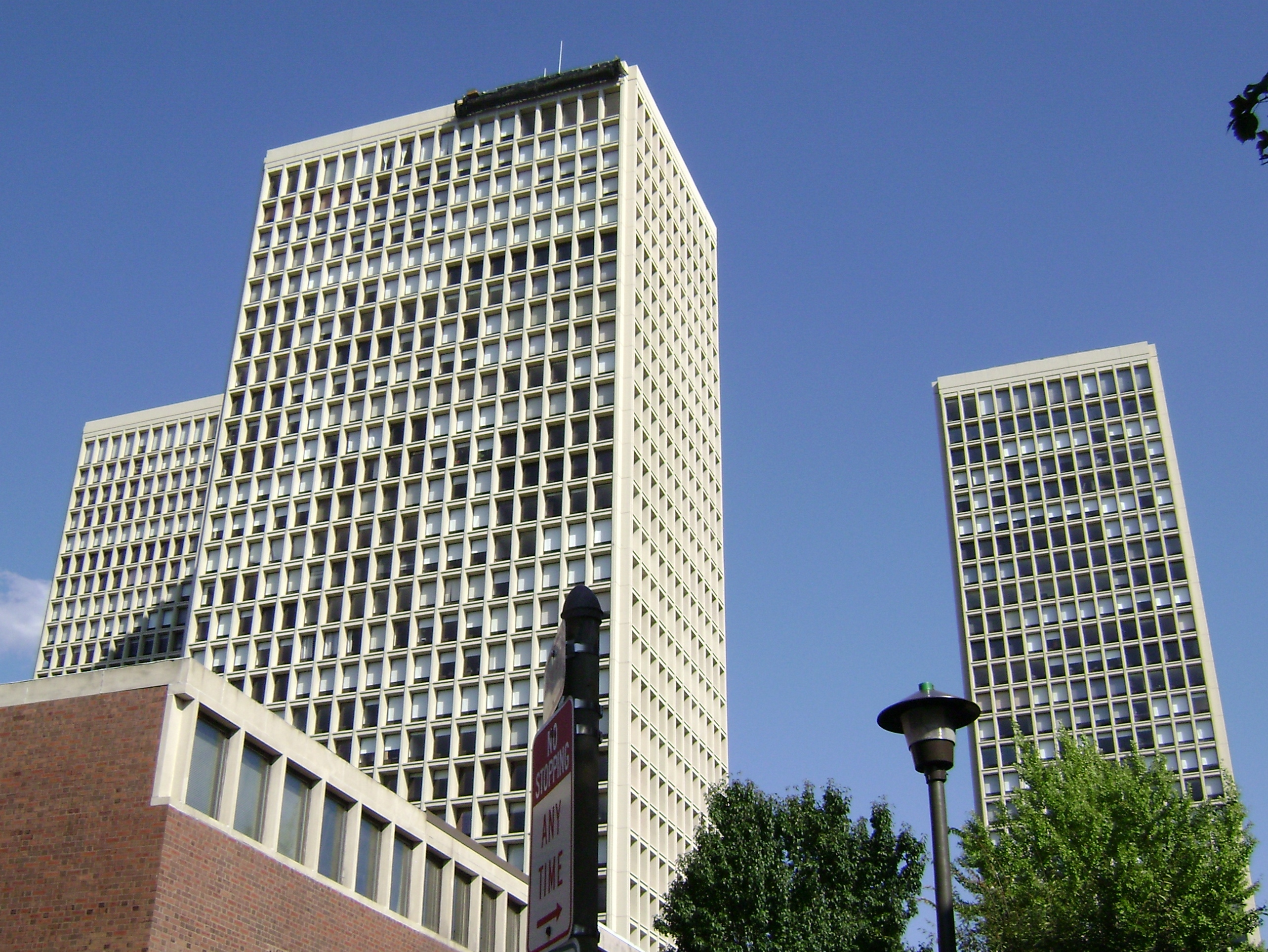 """Society Hill Towers"" designed by architect I. M. Pei, completed in 1964.  Photo by Wiki Takes Philadelphia. Licensed under CC BY-SA 3.0 via Wikimedia Commons."