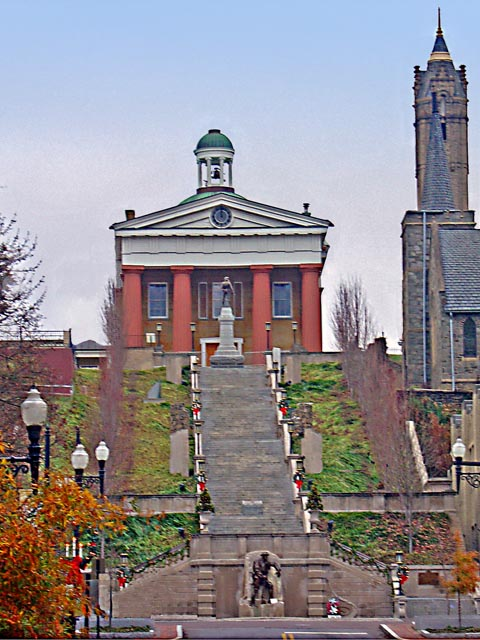 The exterior of the Lynchburg Courthouse