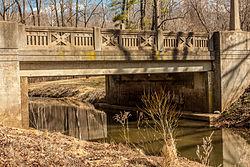 A modern photograph of the alternating bridge pattern