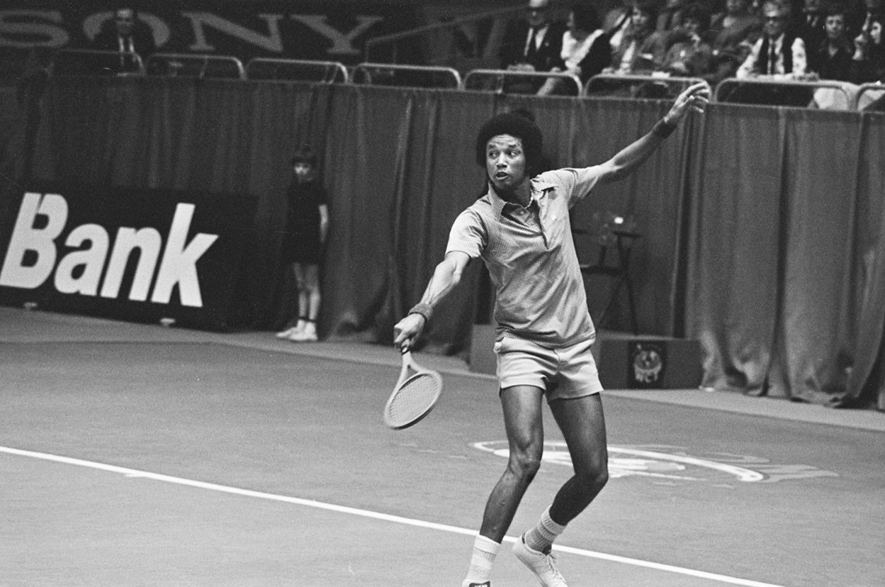 Arthur Ashe in Rotterdam in 1975 during the 1975 ABN World Tennis Tournament, which he won.