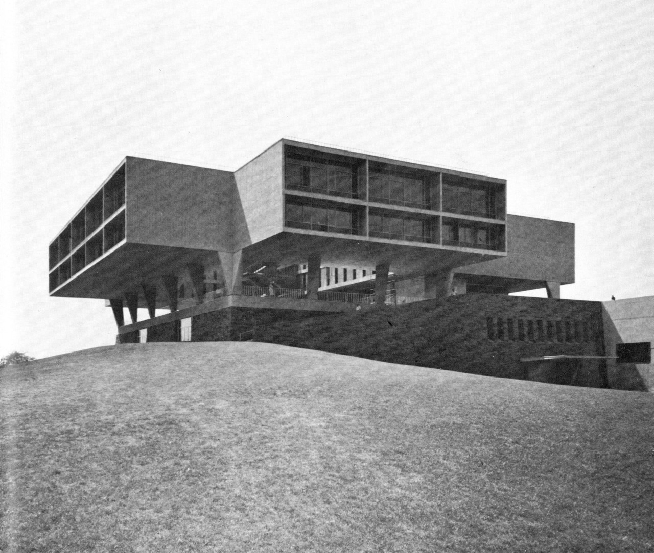 Photo of the War Memorial Center after it was built in 1957