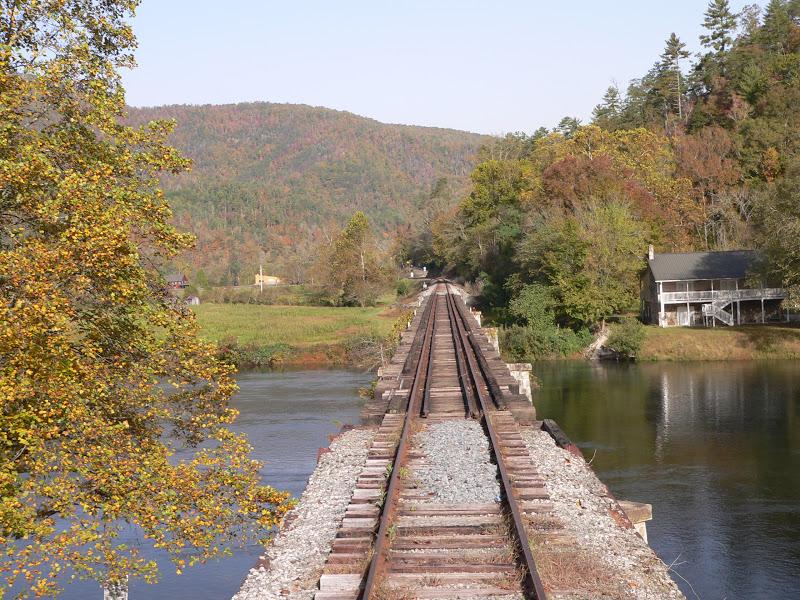 Hiwassee bridge over river. courtesy of americantraveljournal.blogspot