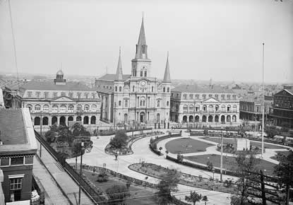 Historic view of the Cabildo (left), next to Saint Louis Cathedral (center) and the Presbytère (right). Image courtesy of the National Park Service/Library of Congress.
