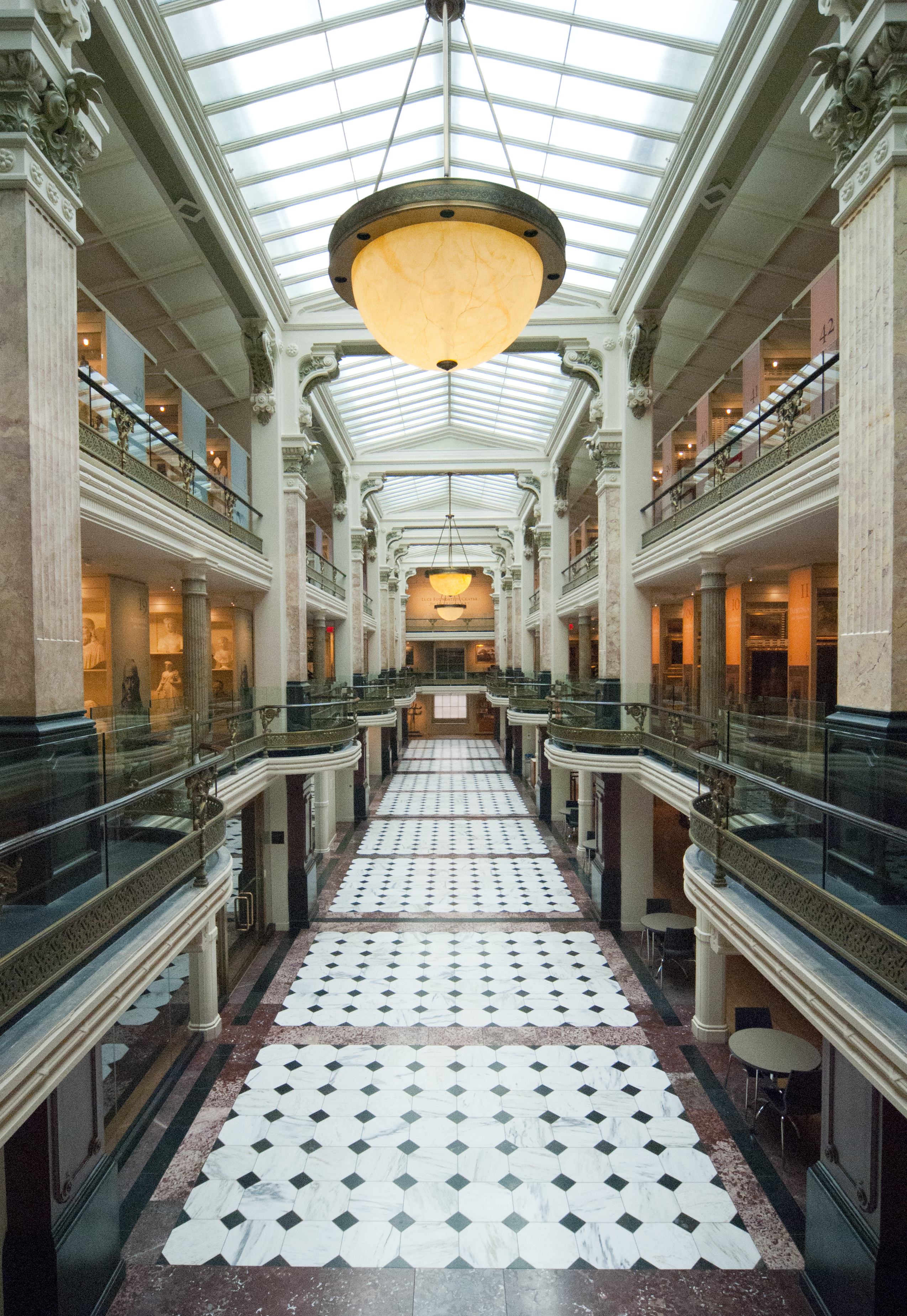 The Luce Foundation Center for American Art on the third and fourth floor of the Smithsonian American Art Museum. Image by Zack Frank. Licensed under CC BY-SA 3.0 via Wikimedia Commons.