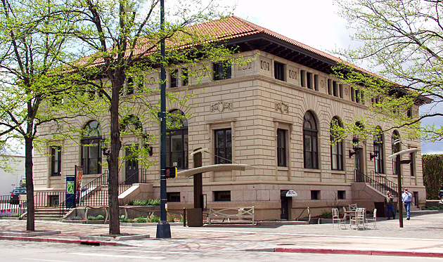 Old Post Office building that is now used as the Art Museum.