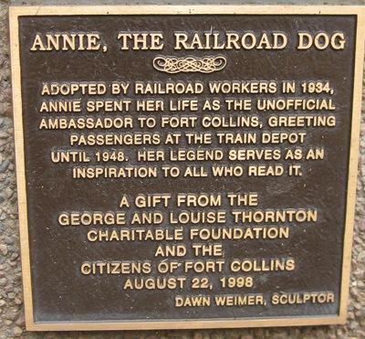 Plaque that adorns the statue of Annie