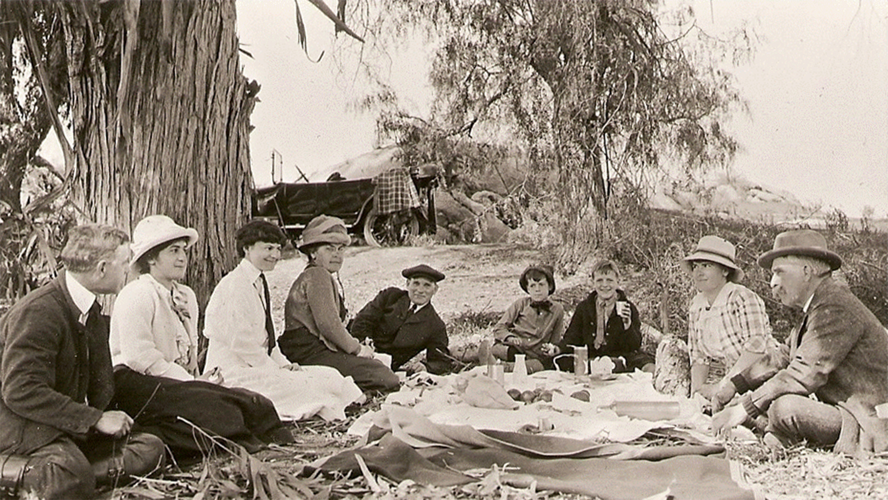 The Congdon family out on picnic. Credit: University of Minnesota-Duluth - Glensheen, The Historic Congdon Estate