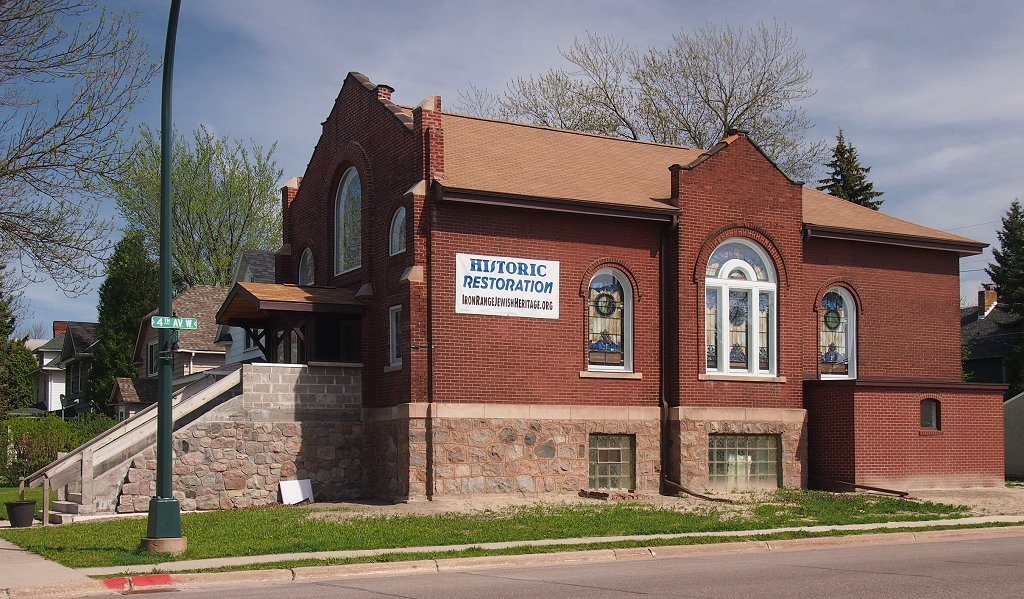 B'nai Abraham Synagogue was built in 1909 and is today the B'nai Abraham Museum and Cultural Center.