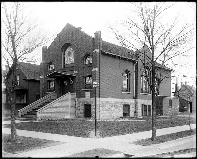The synagogue as it looked in 1924.