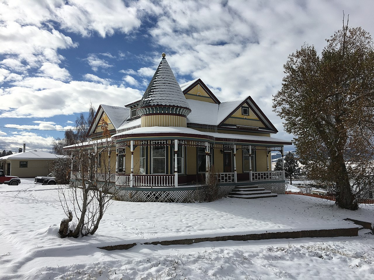 The M.E. Doe House was built in 1902 and is a fine example of late Victorian architecture.