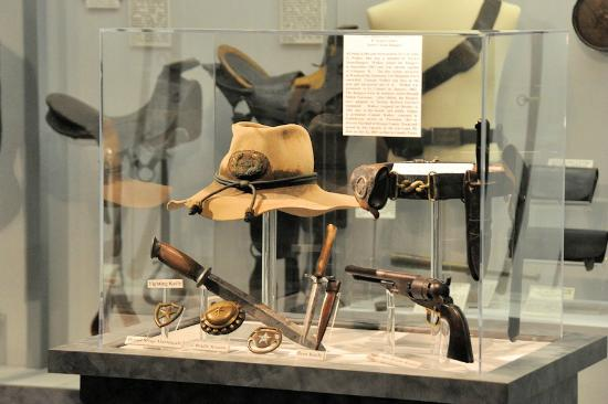Exhibits at the museum emphasize material culture and feature numerous weapons and uniforms.