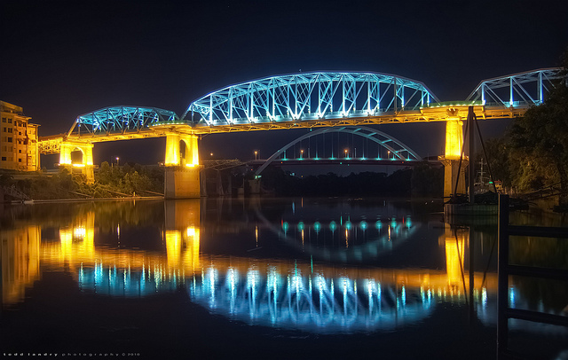 The John Seigenthaler Pedestrian Bridge by night
