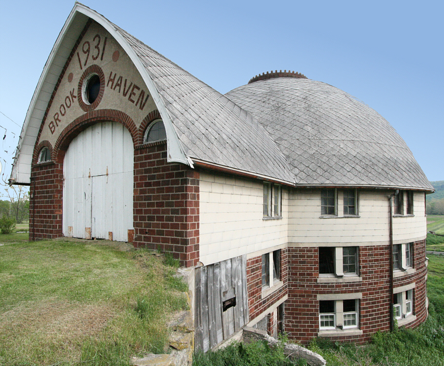 "Bates Round Barn, ""Brook Haven,"" built in 1931 by DeVern Bates."