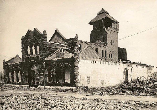 A fuller view of the damage caused by the quake. The Baths were rapidly rebuilt with the same floorplan, but the architectural style was altered to suit the tastes of a new era (UC Berkeley, Bancroft Library).