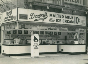 Dewey's at the corner of 8th and Market Streets in 1941, courtesy of the Gayborhood Guru (reproduced under Fair Use).