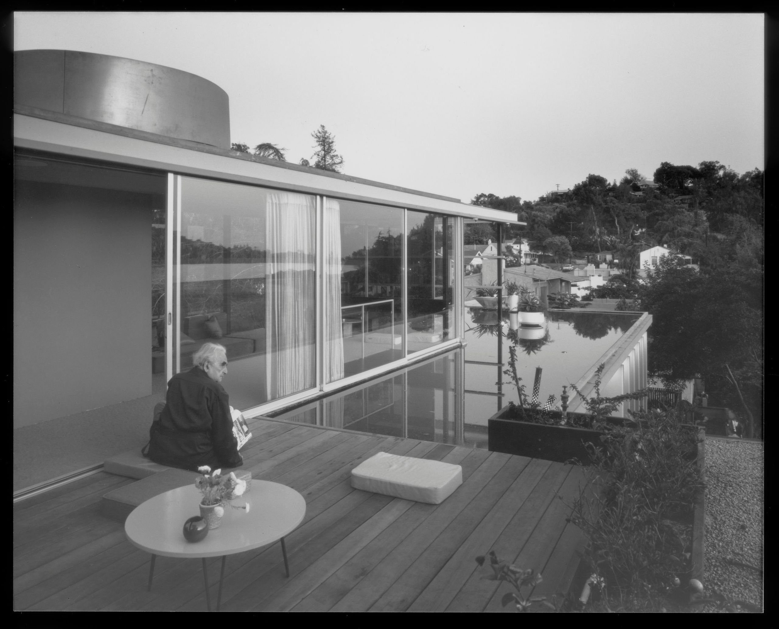 And Richard Neutra sitting on the roof balcony of VDL II in 1966.