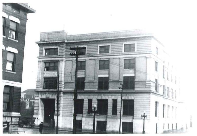 Early photograph of City Hall, taken in the 1920s