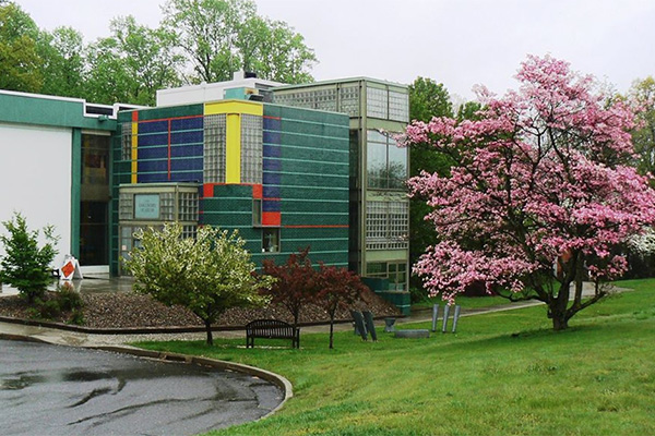 Outside view of the Discovery Museum