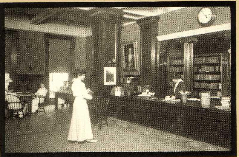 1916 Circulation Desk