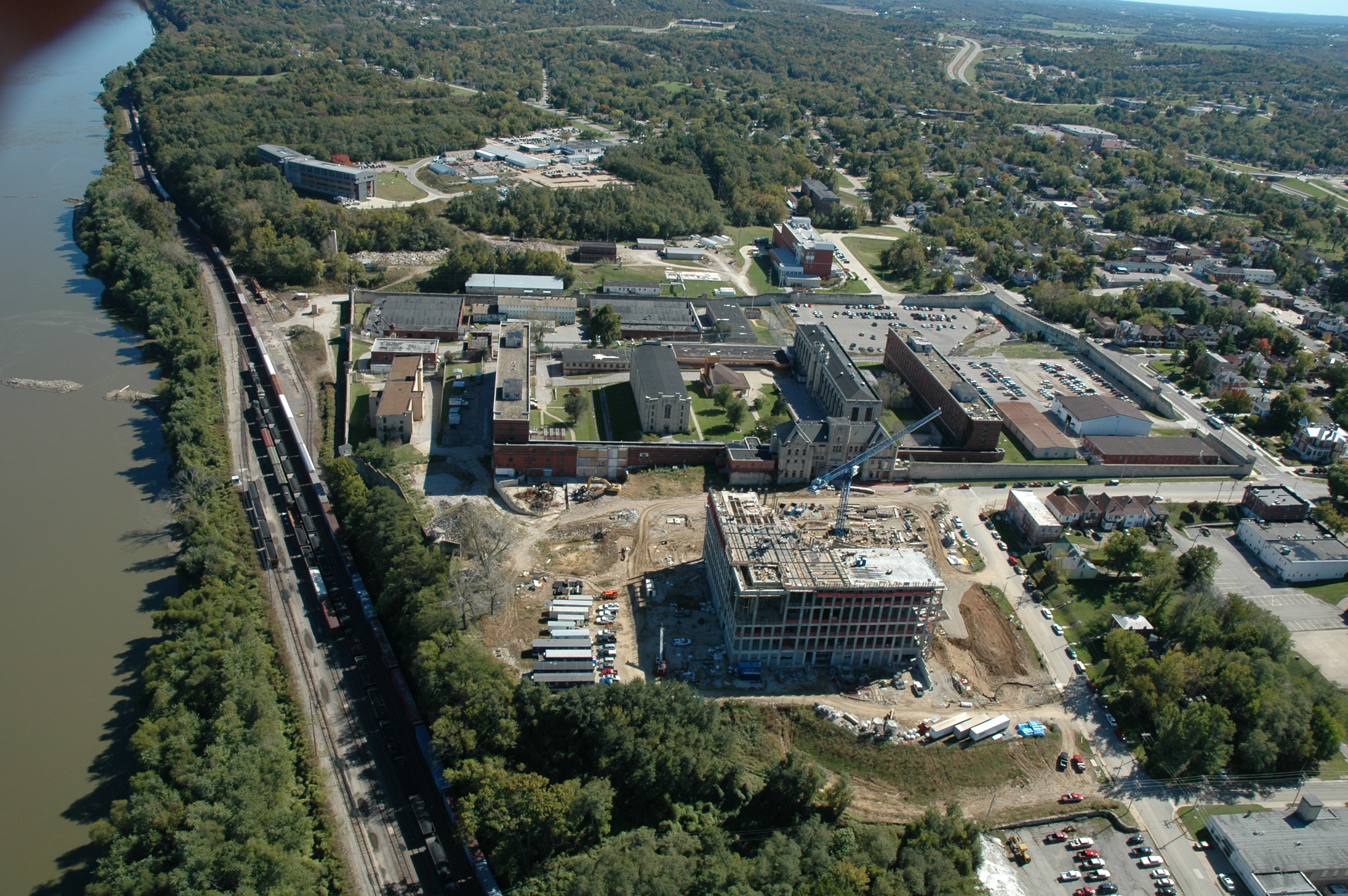 Aerial view of the entire site. The building under construction, now complete, is the new federal courthouse.