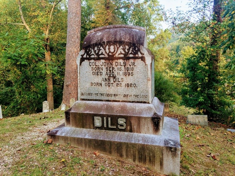 Col. John Dils's tombstone
