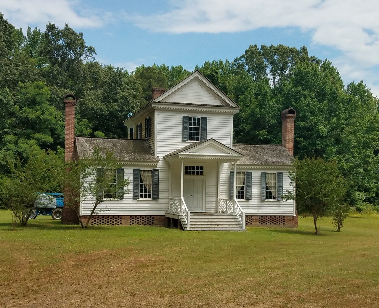 Sally-Billy House - Plantation house that was originally outside the town of Scotland Neck. (located approximately 20 miles from Halifax, also on the Roanoke River) The house was relocated to its currently location and restored in the 1970s.