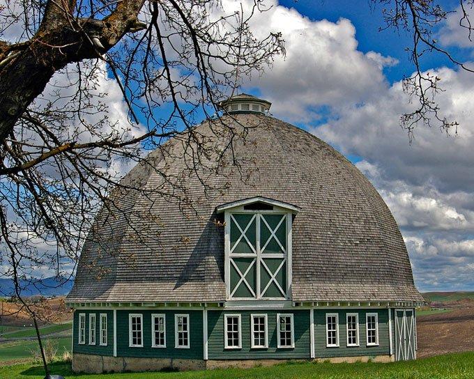 The T. A. Leonard Barn