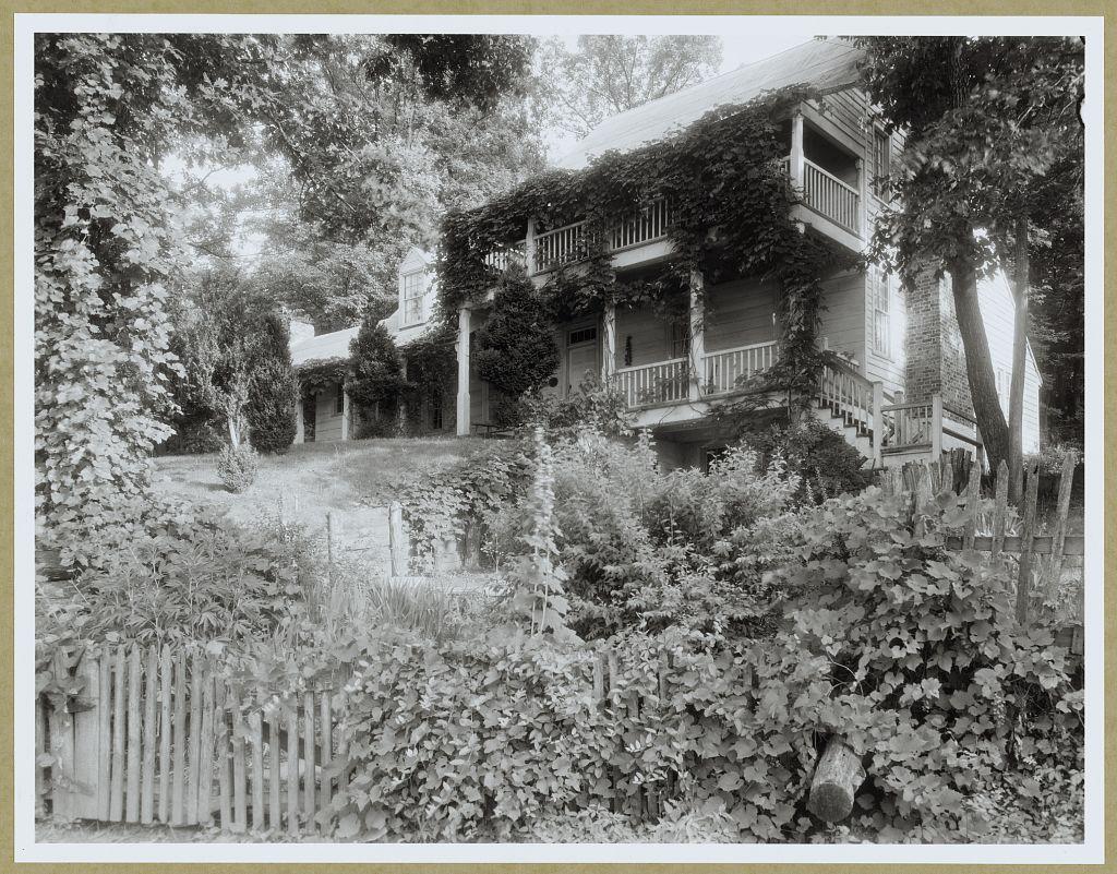 Michie Tavern in 1933. Photo by Frances Benjamin Johnston.