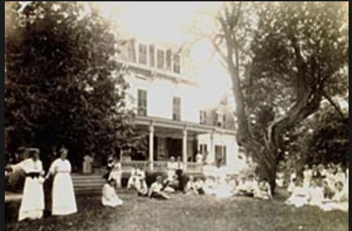 Women on the lawn of the Wiawaka Holiday House