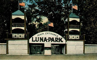 Luna Park main entrance off of Park Avenue.
