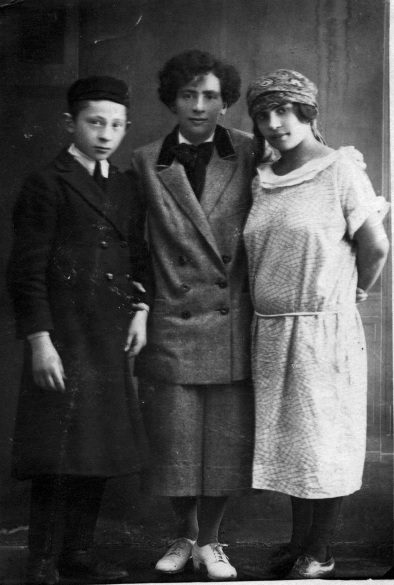 Eve, center, with her siblings