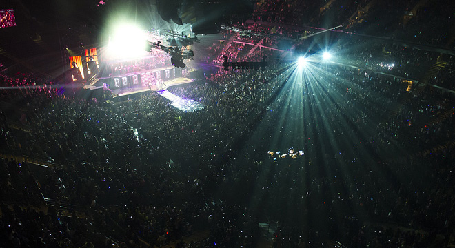 Inside view of The Palace of Auburn Hills holding a concert