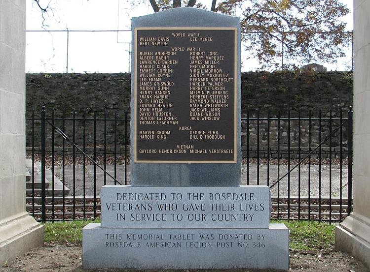 In 1993, a monument was added under the Arch to honor soldiers of the World War II, and the Korean and Vietnam Wars. Image obtained from kansastravel.org.