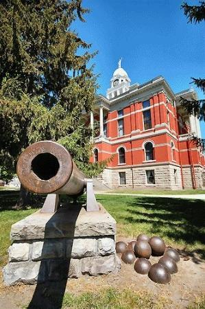 Cannon on the courthouse grounds.