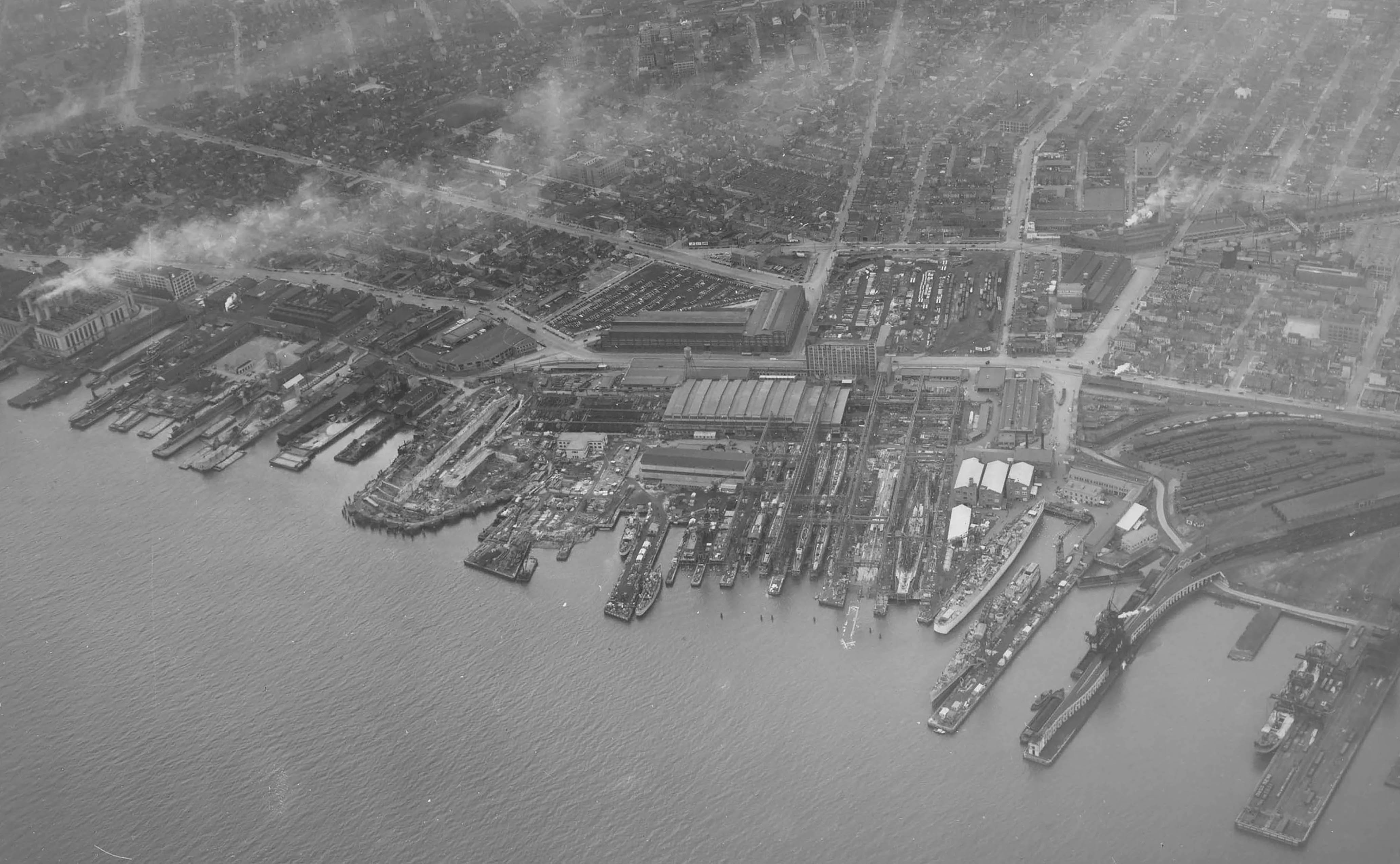 An aerial view of the Philadelphia shipyard during Ling's construction, with Ling among several other submarines at left. For a full list of vessels, see the NavSource link below.
