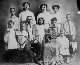 Thaddeus Lincoln Tate with his family