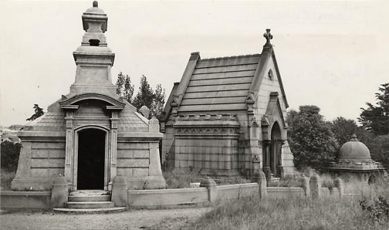Marble tombs at Laurel Hill Cemetery, 1946 [http://www.7x7.com/arts-culture/dark-history-san-franciscos-cemeteries#/0]