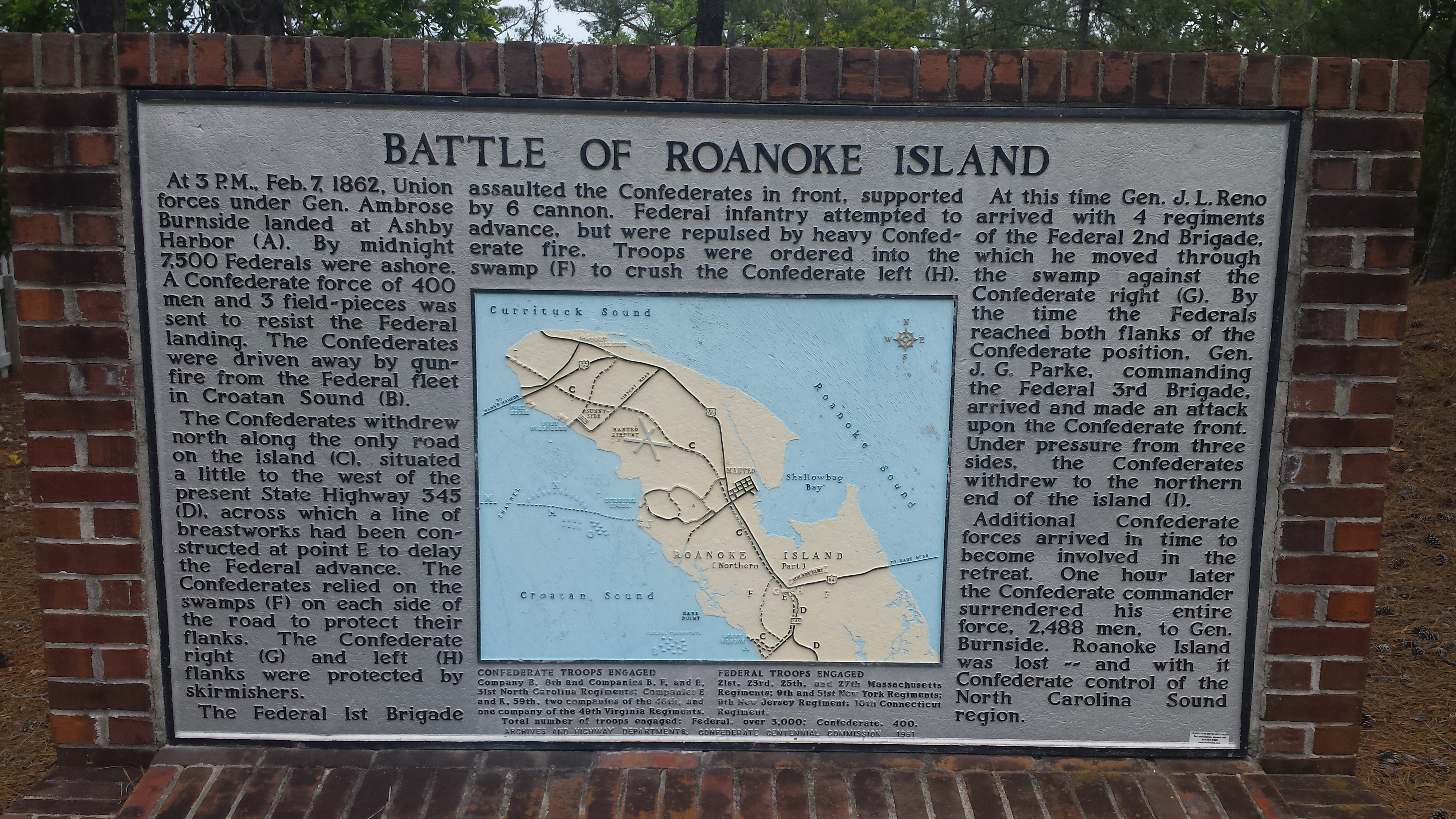 Monument recapping what happened during the battle of Roanoke Island.