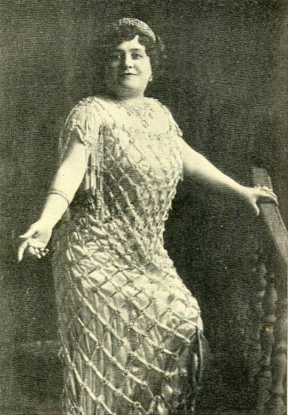 Luisa Tetrazzini, an Italian soprano, performed in front of Lotta's Fountain on Christmas Eve in 1910. A bonze relief of her portrait remembers this historic performance. Wikimedia Commons.