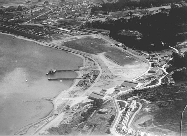 "Aerial view of Crissy Field 1922-23, hangars and quarters in lower center. The H-shaped building at right center is the enlisted barracks.""Prsf crissy arial 1921"" by US-Army, from the National Archives - NPS http://www.nps.gov/prsf/history/crissy/cfa"