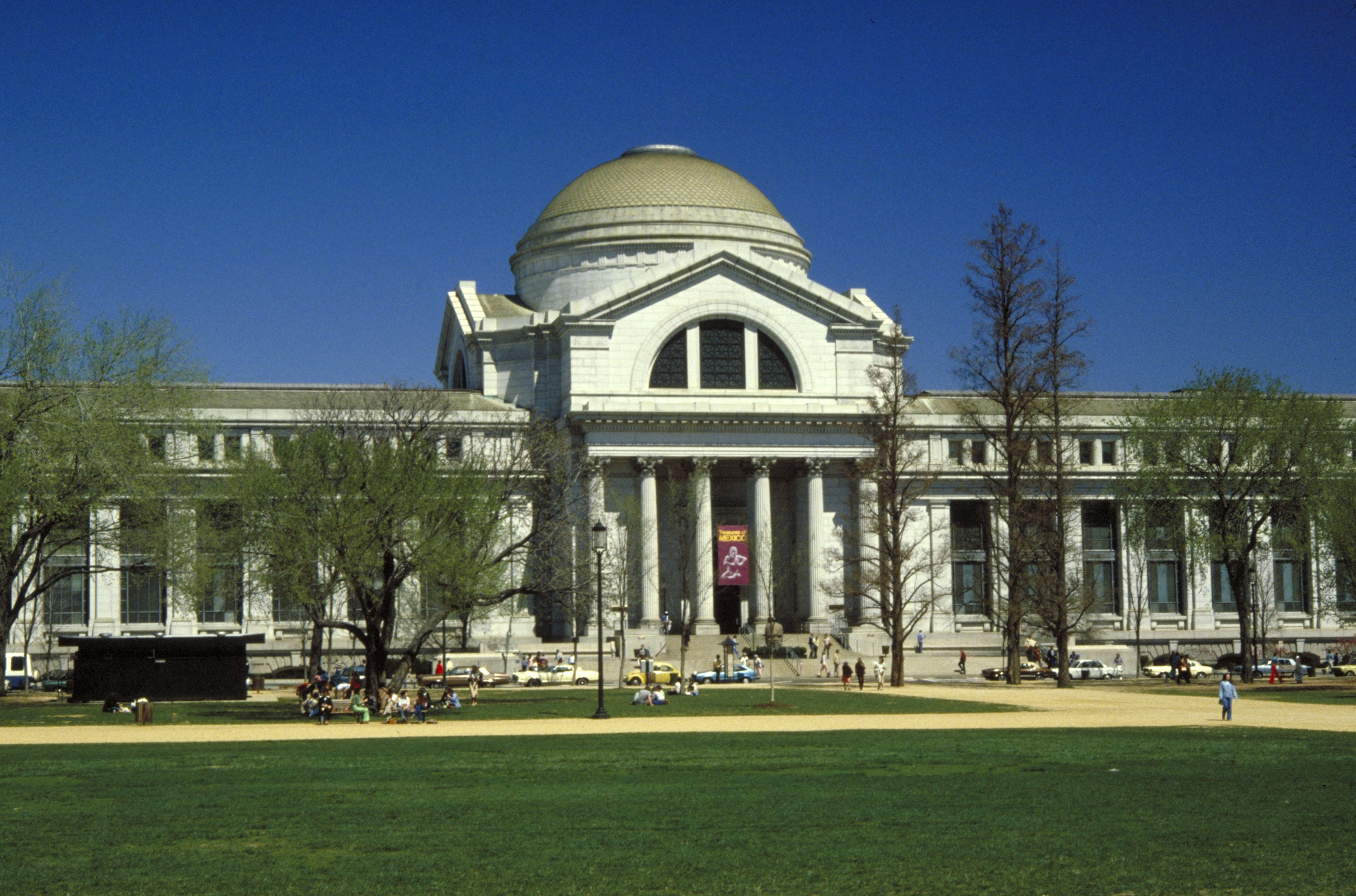 The National Museum of Natural History building was opened in 1910 and is designed in the neoclassical style.