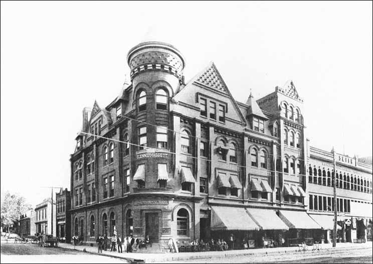 The Blennerhassett Hotel in 1900. (Photo courtesy of Artcraft Studio, 519-521 Market Street,  Parkersburg, WV 26101; (304) 485-5771.)
