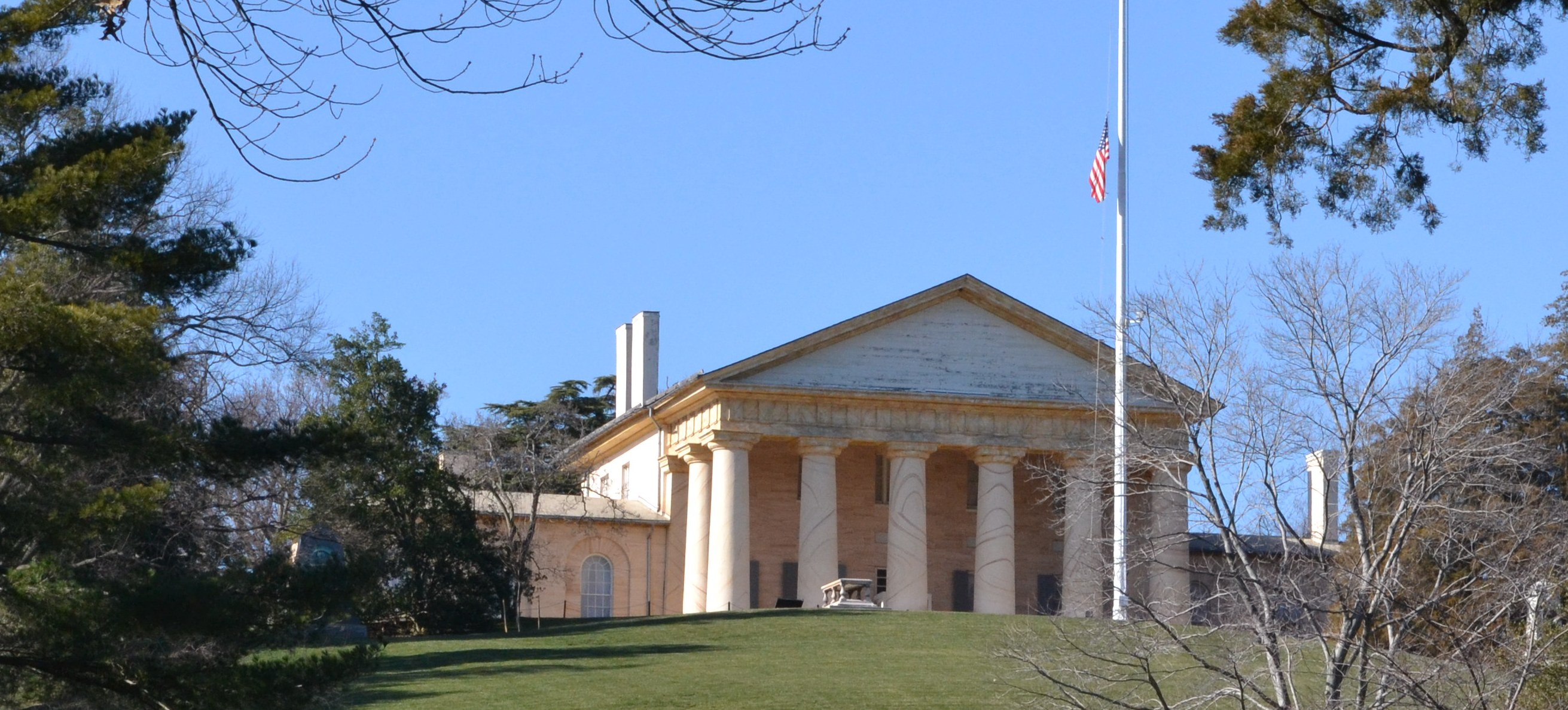 Arlington House is a neoclassical mansion, its most prominent feature being the large columns. It overlooks part of what is now Arlington National Cemetery.