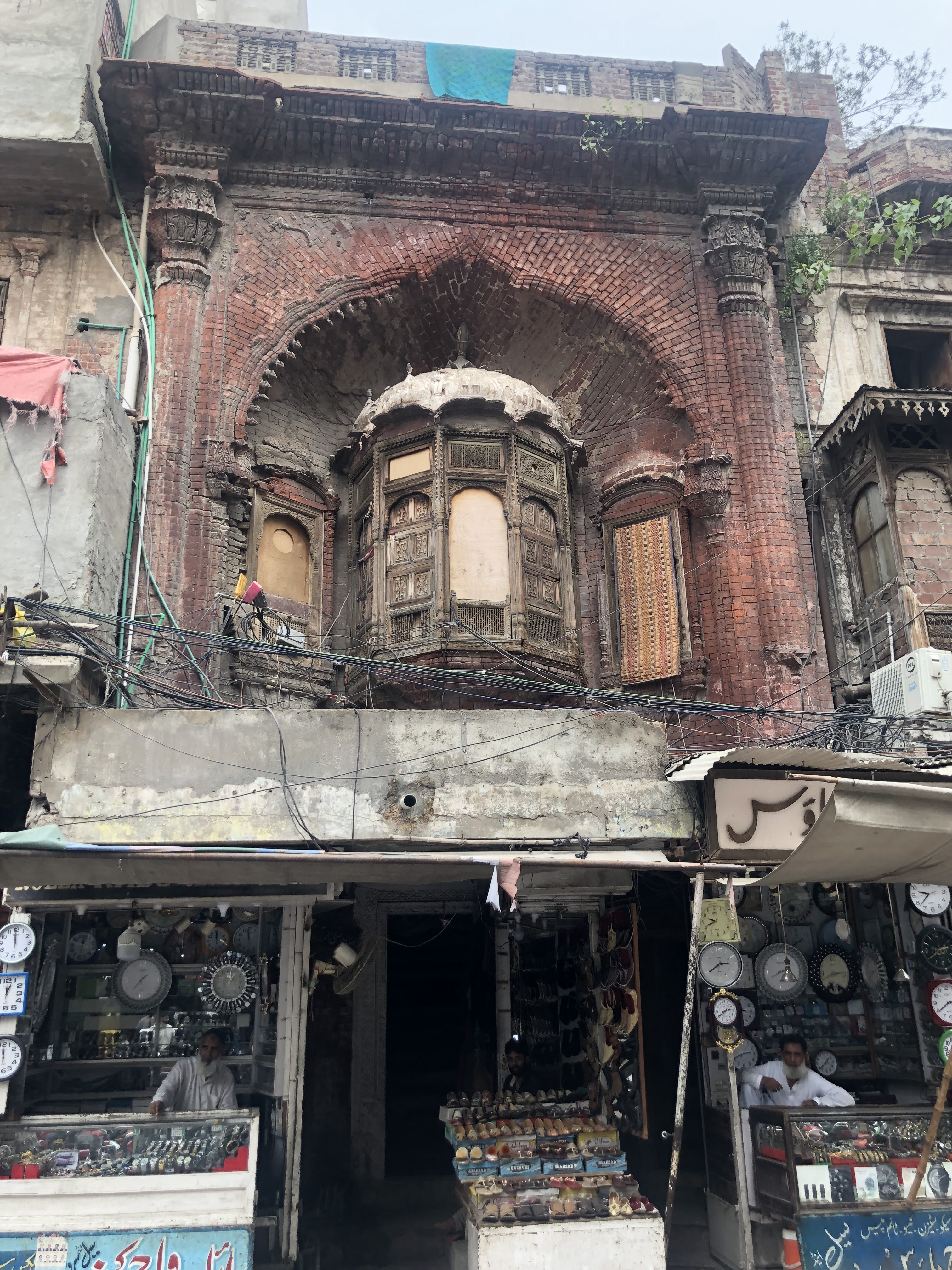 Wooden jharokha with elaborate carvings above the bazaar