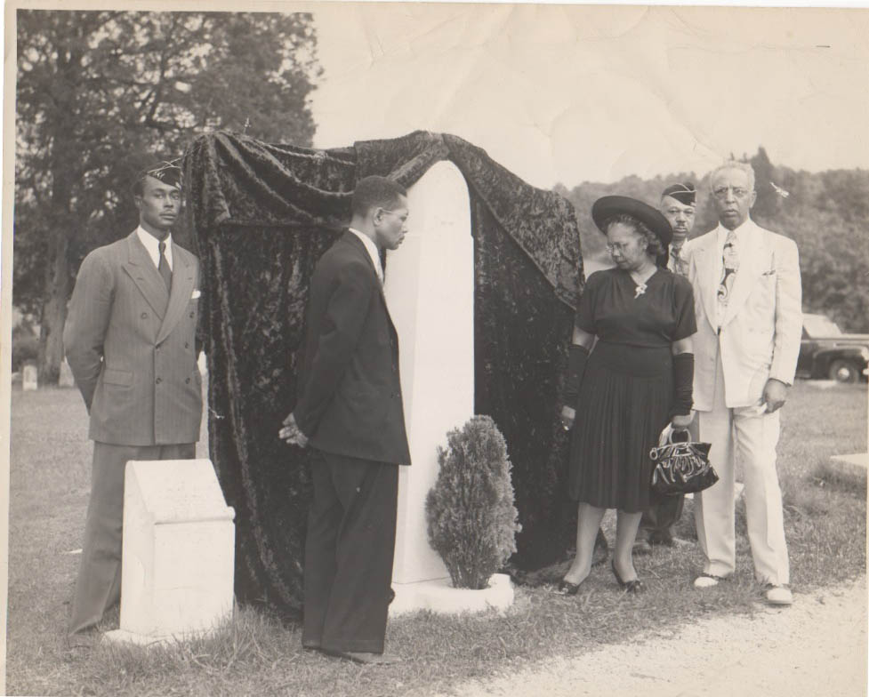 Monument unveiling in 1947.