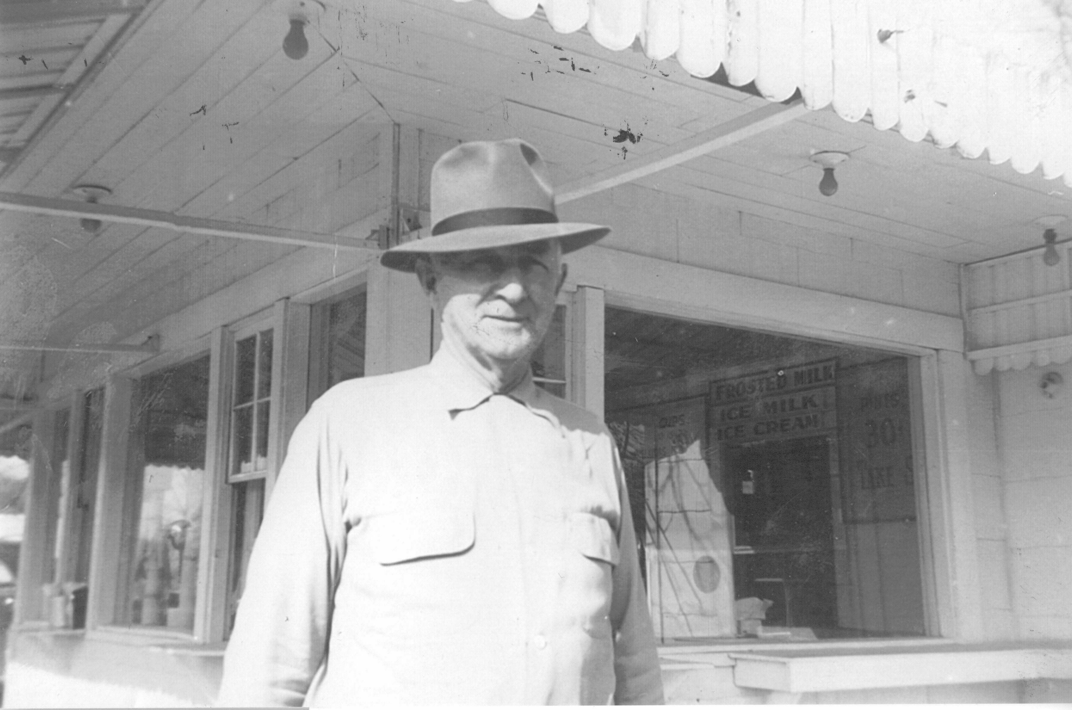 Lee Lauderdale standing outside Velvet Cream-The Dip