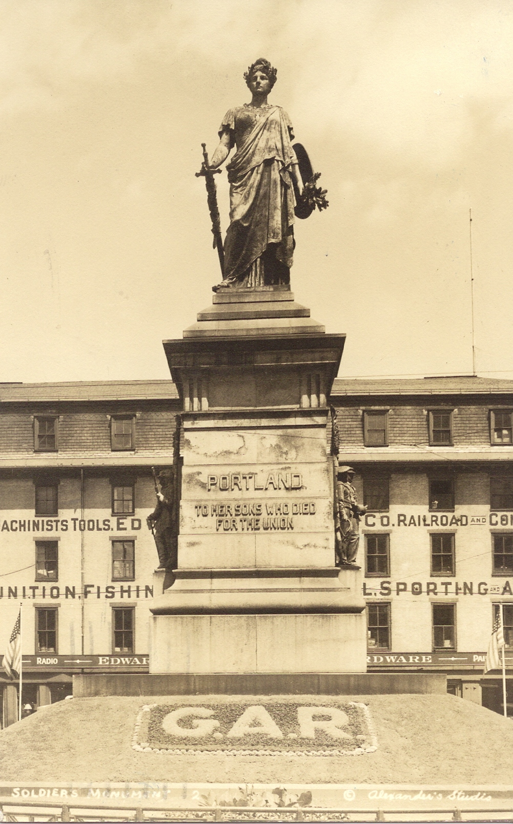 Postcard from 1939 showing the monument